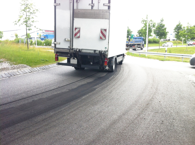 Large buecofix mittelnahtsanierung kreisverkehr